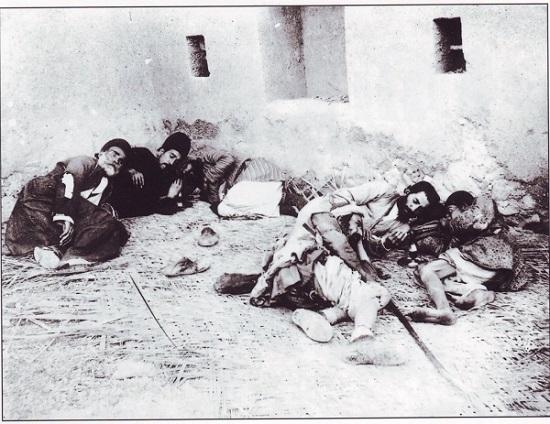 عکس: معتادان دوره قاجار !