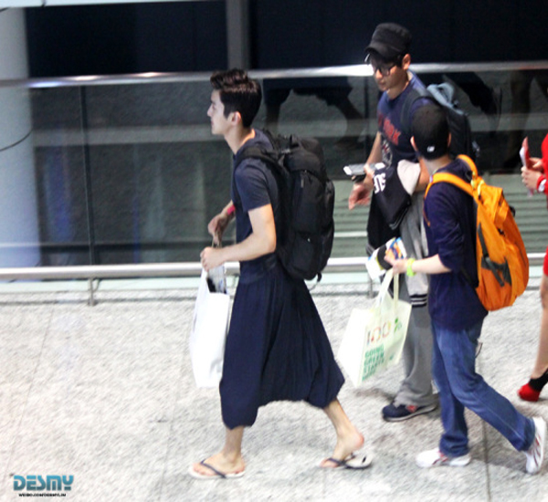 (شلوار کردی) تیپ عجیب چویی شیوون خواننده و بازیگرمعروف کره ای در فرودگاه