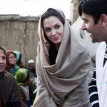 آنجلینا جولی بازیگر معروف برای دختران افغانی سنگ تمام گذاشت!+تصاویر