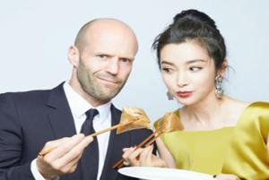 تیپ عجیب جیسون استاتهام در فستیوال فیلم شانگهای سوژه رسانه ها شد!