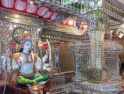 معبدی که با ۳۰۰ هزار قطعه شیشه ساخته شده است+عکس