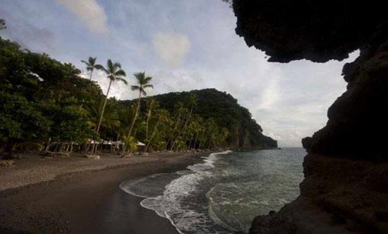 زیباترین ساحل های سیاه رنگ در دنیا+تصاویر
