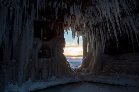 زیبایی های طبیعت با دریاچه یخ زده Superior+تصاویر