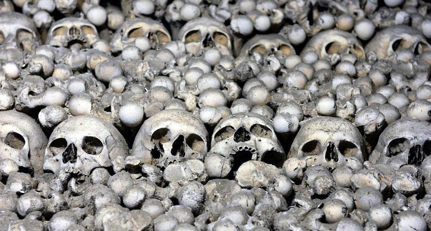 تزئین کلیسا با ۴۰۰۰ جنازه + تصاویر
