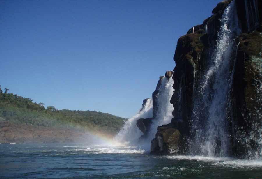 موکونا, آبشاری عجیب و منحصربه فرد در آرژانتین +تصاویر