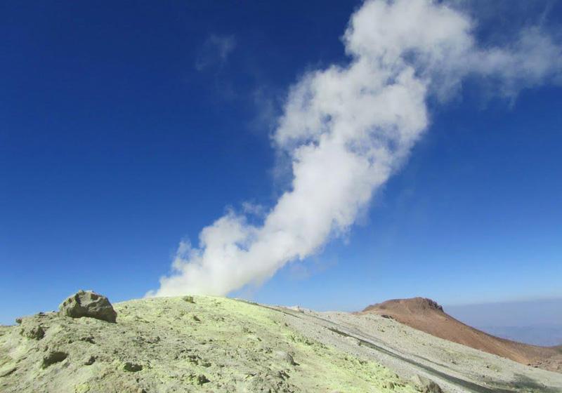 کوه تفتان یکی از زیباترین و جذاب ترین و دیدنی ترین قله های ایران