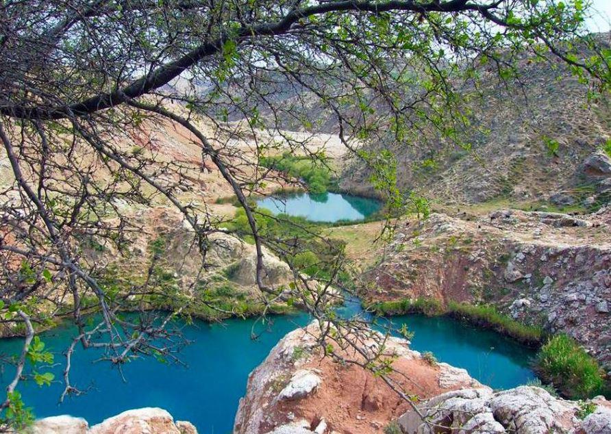 دریاچه سیاه گاو یا دریاچه دوقلو در طبیعت بکر و زیبای ایلام