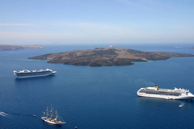 راهنمای سفر به سانتورینی جزیرهای یونانی واقع در دریای اژه