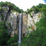 آبشار لاتون مرتفع ترین آبشار ایران درنزدیکی آستارا قرار دارد
