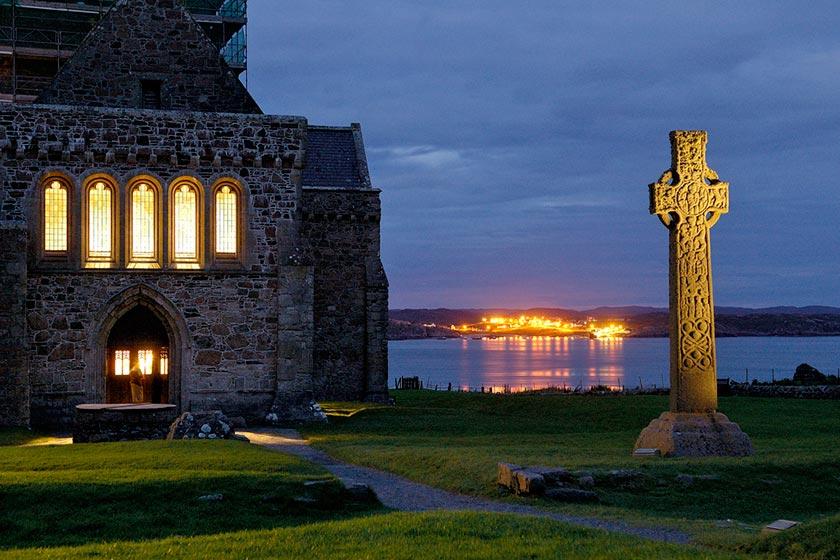 ایونای اسکاتلند، جزیره مرموز و جذاب
