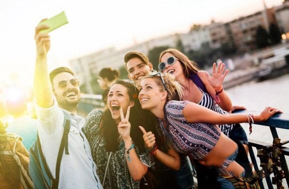 مزایای سفر کردن با تورهای گروهی همراه با تورلیدر