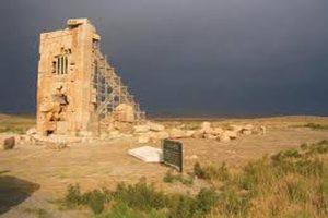 برج سنگی درپاسارگاد جاذبه تاریخی که زنده شد
