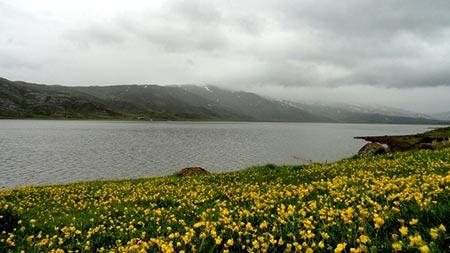 دریاچه نئور اردبیل بزرگترین دریاچه طبیعی در دره های کوهستان باغرو