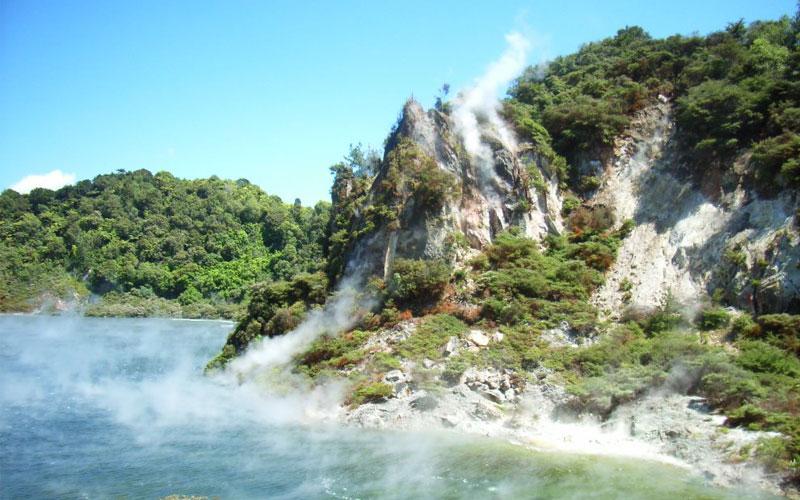 چشمه آب گرم فرایینگ