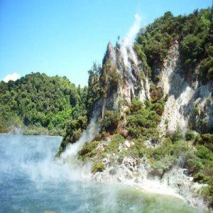 چشمه آب گرم فرایینگ بزرگ ترین چشمه آب گرم جهان