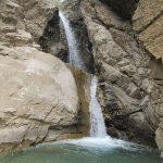 طبیعت گردی لذت بخش بیخ گوش تهران در آبشار آیینه