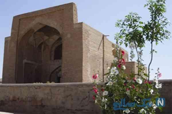 مسجد و مزار