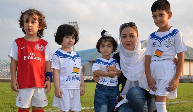 فوتبالیها درآغوش نیکی کریمی+عکس