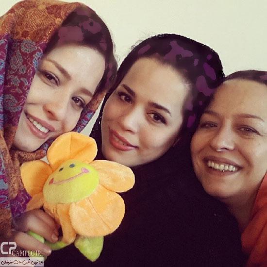 مهراوه و ملیکا شریفی نیا در کنار مادرشان آزیتا حاجیان