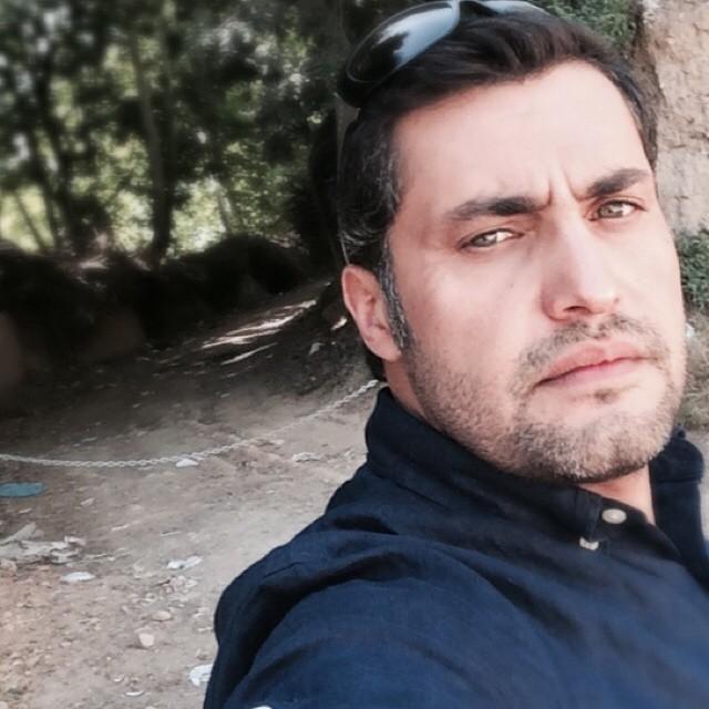 بوسه ی بازیگر مرد بر دستان مادرش+تصاویر