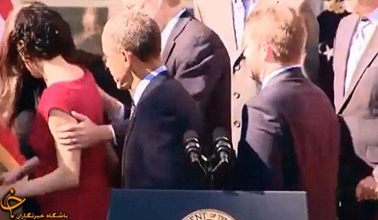 زنی که هنگام سخنرانی اوباما از حال رفت + تصاویر