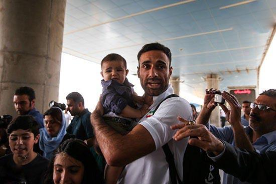 استقبال همسر و پسر کوچک عادل غلامی از وی!+تصاویر
