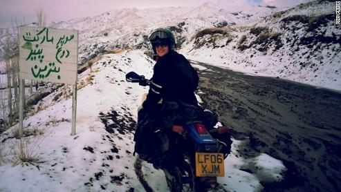 تصاویر : زن جوان و خوش تیپ انگلیسی که ایران را با موتور گشت