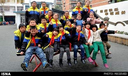 حضور ۲۰ دانشآموز دو قلو در یک کلاس و سردرگمی معلم ! +عکس