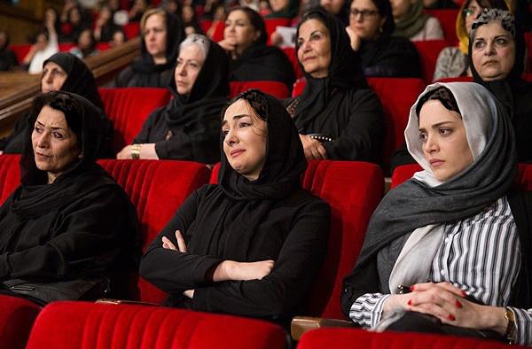اشک های هنرمندان مشهور از هانیه توسلی تا داریوش مهرجویی در مراسم ختم کیارستمی!+تصاویر