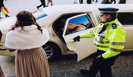 جا گذاشتن عروس در پمپ بنزین +عکس