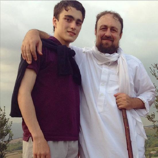 سید حسن خمینی و احمد خمینی در حال کوهنوردی +عکس