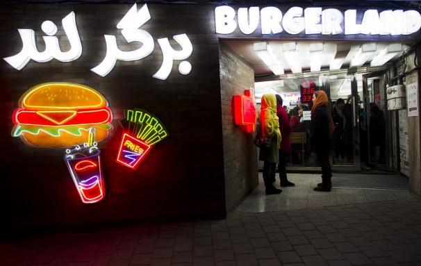 روایت روزنامه آمریکایی ازهمبرگرخوری ایرانیها ( تصاویر)