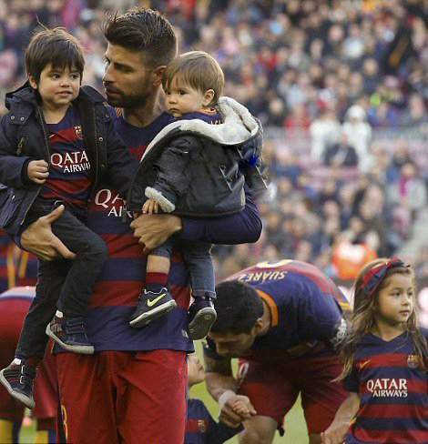 شکیرا و همسر و پسرانشان در ورزشگاه نیوکمپ+تصاویر