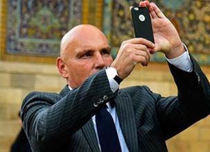 سفیر سوئیس (جولیو هاز) را در حرم امام رضا (ع) ببینید!+تصاویر