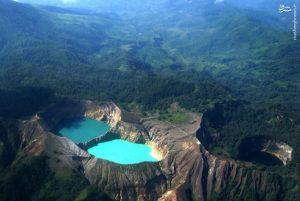 دریاچه ای نزدیک آتشفشان