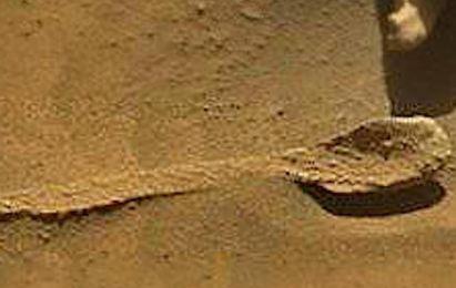 کشف قاشق در مریخ که متعلق به موجودات فضایی می باشد!+عکس
