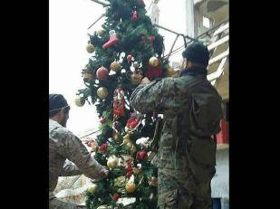 درخت کریسمس مدافعان حرم به منظور گرامیداشت زادروز مسیح!+عکس