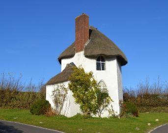 عجیب ترین خانه جهان در انگلیس و در وسط یک تقاطع را ببینید!+تصاویر