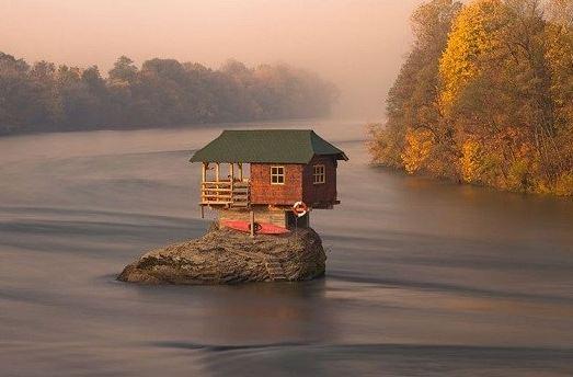 رودخانه درینا در کشور صربستان و خانه ای تنها در میان آن!+تصاویر