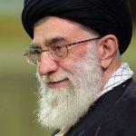 رهبر انقلاب در گوش دختر 20 روزه شهید مدافع حرم اذان گفت!+عکس