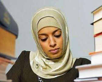 جنجال رفتار عجیب مدرسه کاتولیک با دختر مسلمان!+تصاویر