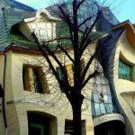 خانه ای با معماری کج در کشور لهستان!+تصاویر