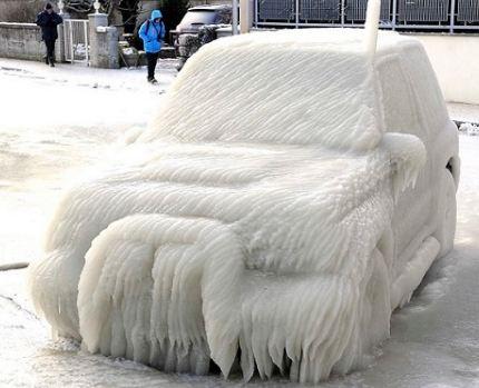 بارش برف و تبدیل خودروها به یک اثر هنری!+تصاویر