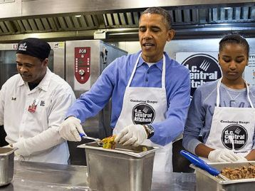 باراک اوباما و آشپزی در کاخ سفید!+عکس