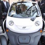 رانندگی دکتر روحانی رئیس جمهور کشورمان با خودروی برقی!+تصاویر