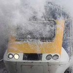 موج های خروشان و عبور قطار از میان آن در شهر لندن!+تصاویر