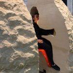 هنرمند فرانسوی هشت روز خودش را در یک سنگ غولپیکر زندانی کرد!+تصاویر