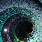 با این گوی شیشه ای و جادویی به کهکشان سفر کنید!+تصاویر