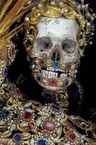 جسدهای تزیین شده با طلا و جواهر!+تصاویر