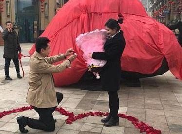 خواستگاری عجیب مرد چینی از دختر مورد علاقهاش!+تصاویر